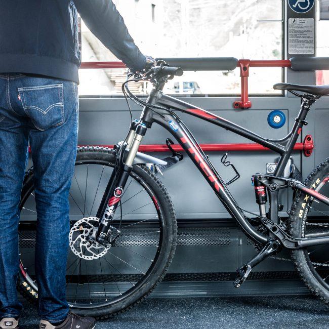 Fahrrad im Engadin Bus