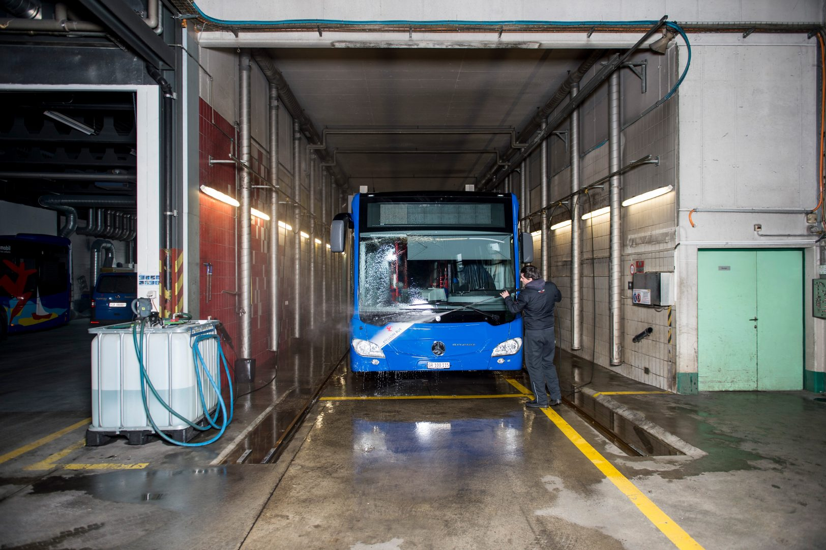Waschanlage Engadin Bus