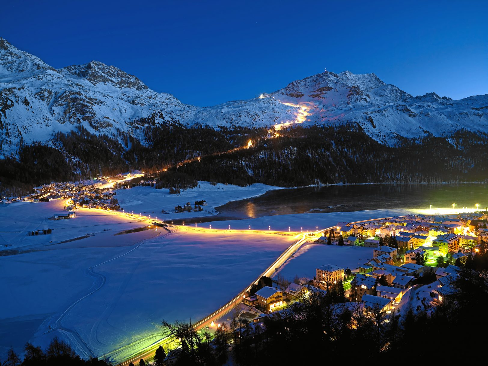 ENGADIN St. Moritz: Beleuchtete Skipiste