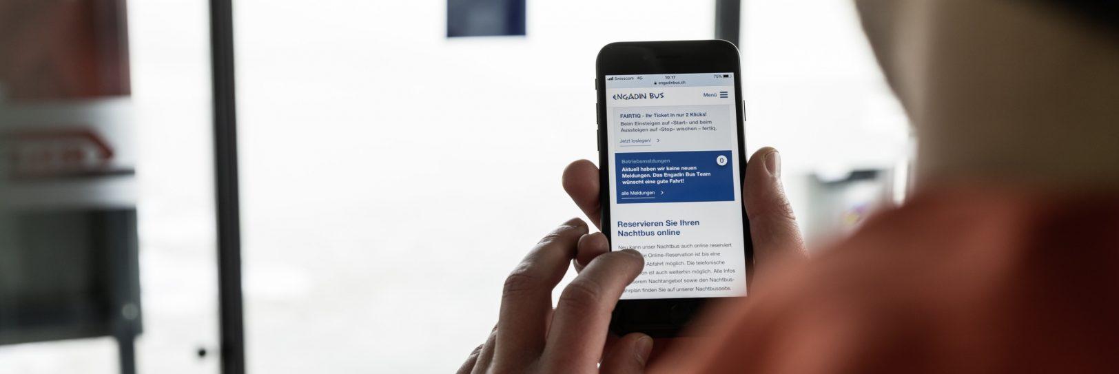 Nachtbus Reservation mit Smartphone