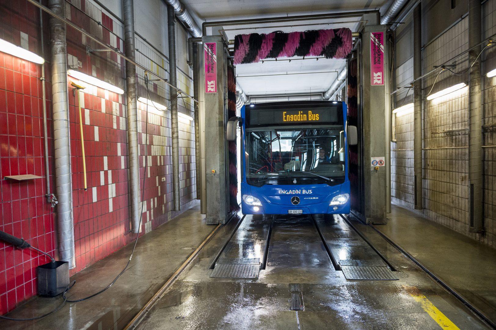 Schienen frei für den Gelenkbus